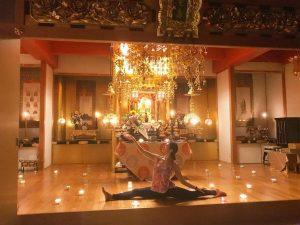 お寺でキャンドルナイトヨガを行いました。
