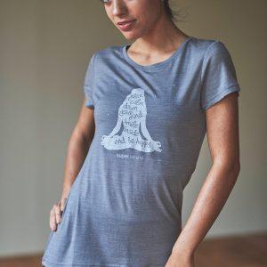 丈が長めでゆったりしたシルエットが特徴のベーシックTシャツ